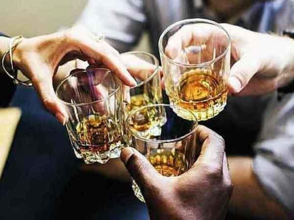 Ngủ mơ thấy uống rượu là điềm báo gì?