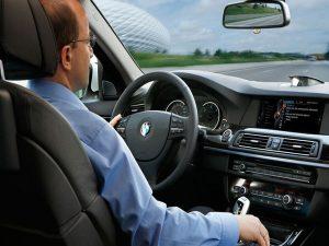 Mơ thấy lái xe ô tô là điềm báo gì? Đánh đề con gì phát tài?