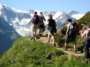 Mơ thấy leo núi đánh con gì may mắn?