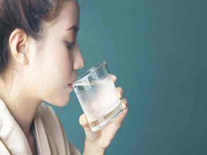 Giải mã ý nghĩa giấc mơ thấy uống nước